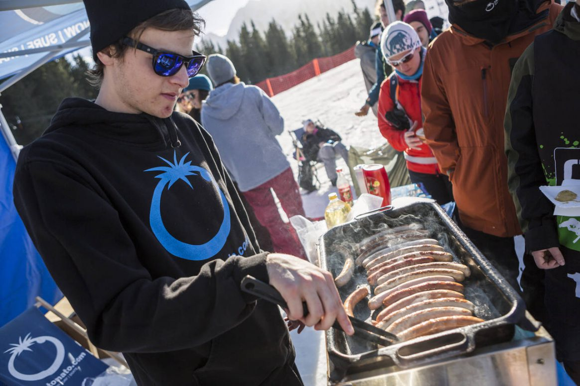 No worries, there will be plenty of food around for the PlanP QParks Freeski Tour stop captured by Roland Haschka