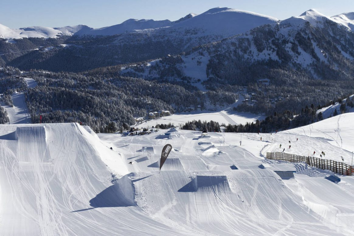 The amazing set up of Snowpark Turracher Höhe awaits for the QParks Freeski Tourstop Nock'n'Rock captured by Katja Pokorn