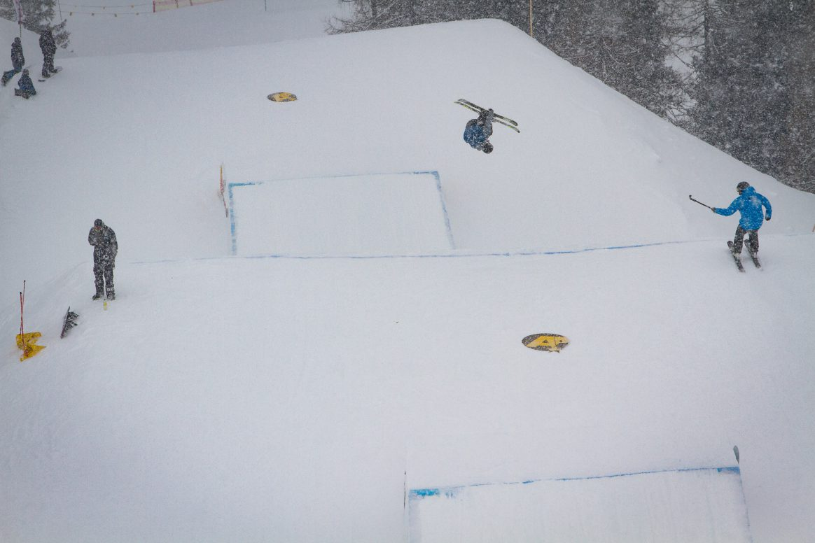 A skier competing at the Spring Battle at Absolut Park.