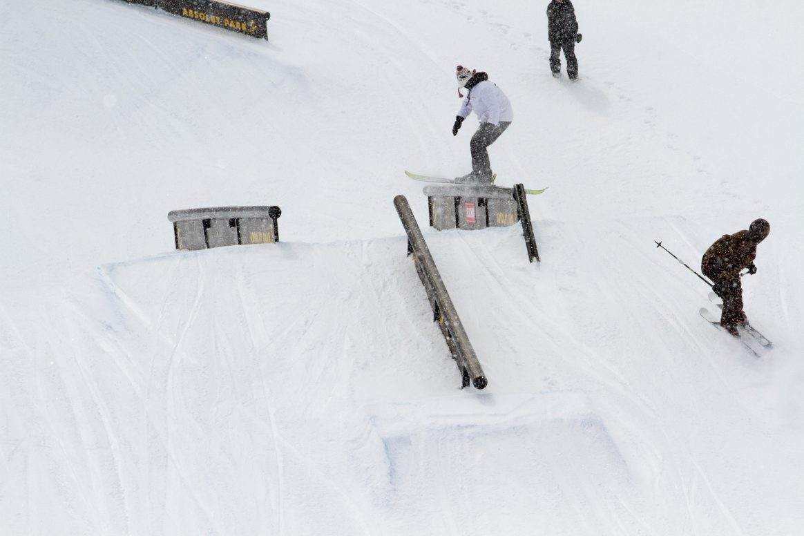 Skiers at the Absolut Park Spring Battle