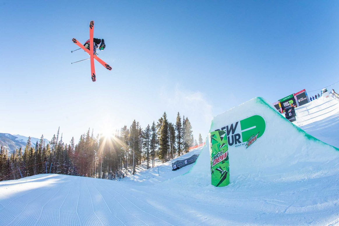 Svea Erving competes in the 2018 Dew Tour women's Modified superpipe contest.